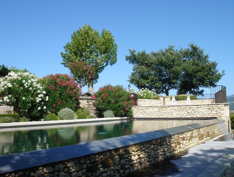 Maisons neuves dans le luberon un mas proven al en - Piscine bassin exterieur paris argenteuil ...